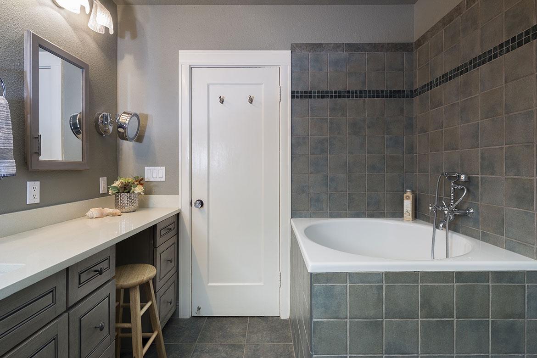 BathroomGrey2